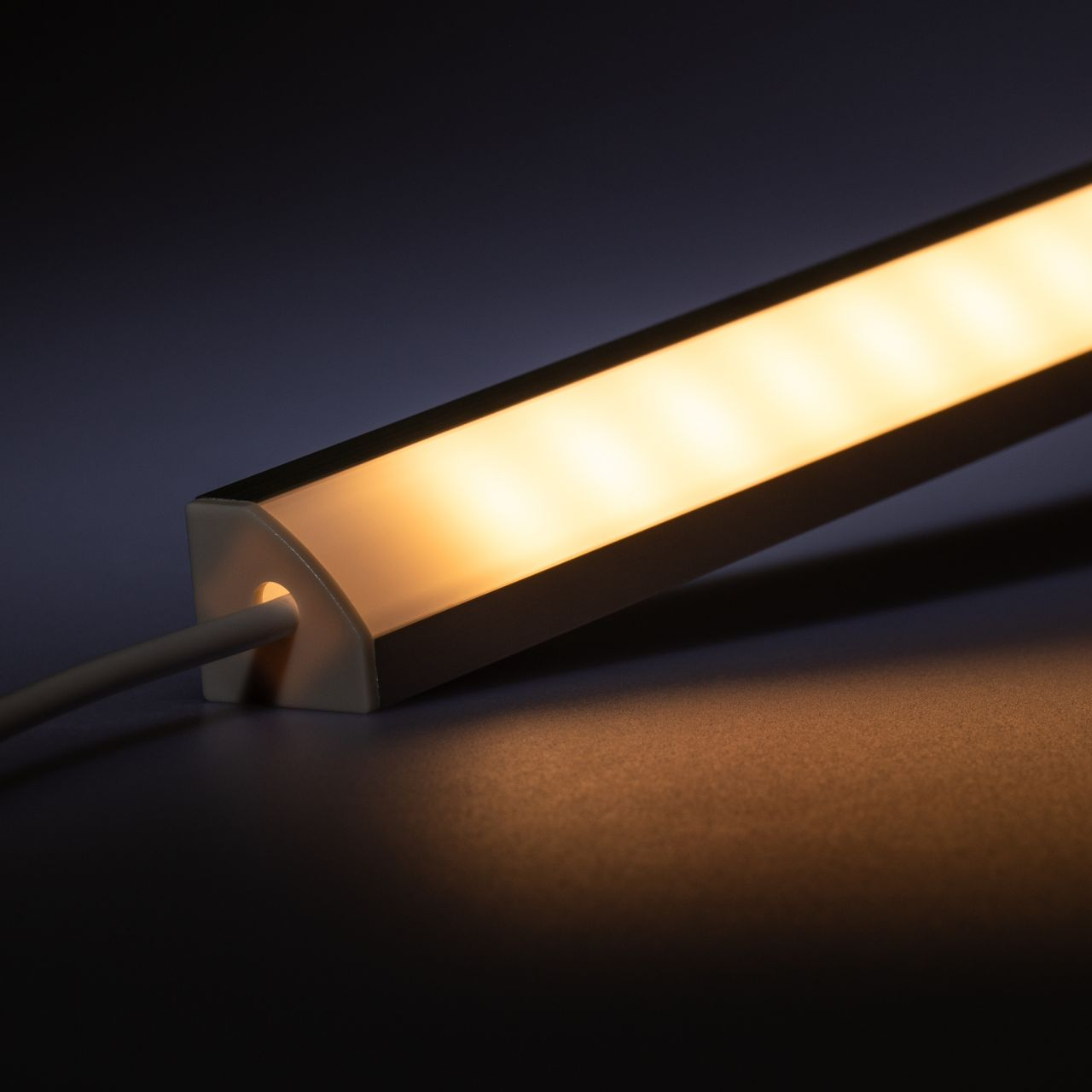 12V Aluminium LED Eckleiste – warmweiß – diffuse Abdeckung