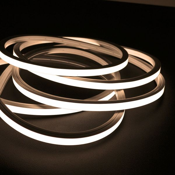 24V wasserfester flexibler LED Lichtschlauch – warmweiß – diffus – Neon-Effekt – IP67 15x15mm