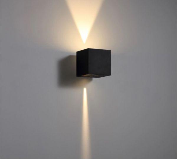 Wandleuchte mit 2 verschiedenen Lichtaustritten oben und unten, 2x3W, warmweiß 3000K, 230V, IP65