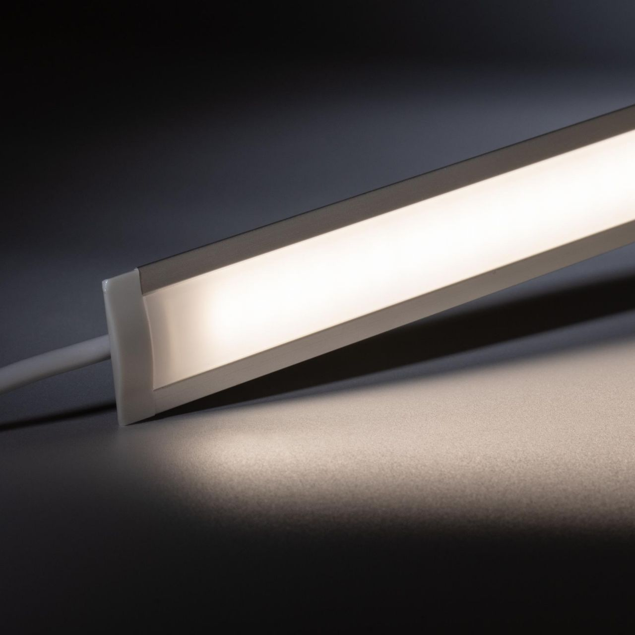 24V Aluminium Einbau LED Leiste schmal – tageslichtweiß – diffuse Abdeckung